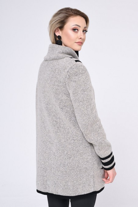 Elegancki płaszcz zapinany na guziki