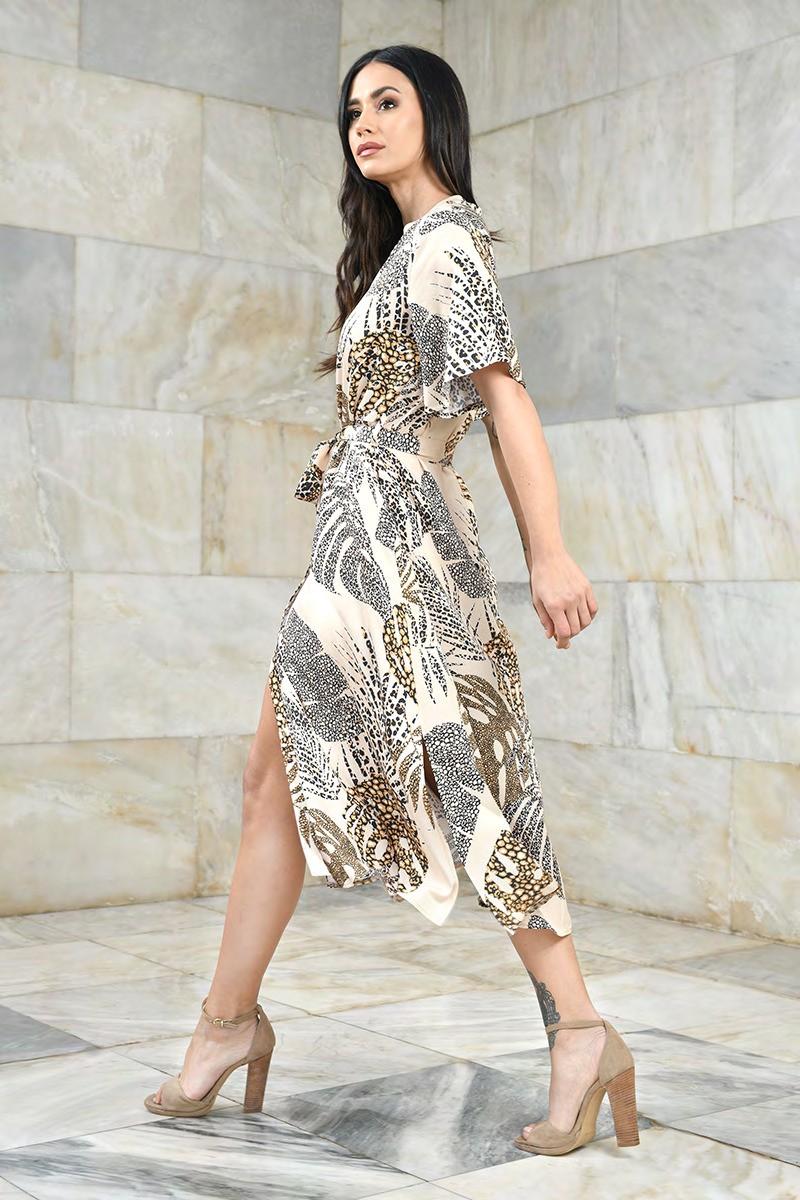 Letnia sukienka midi ze stójką w tropikalne motywy