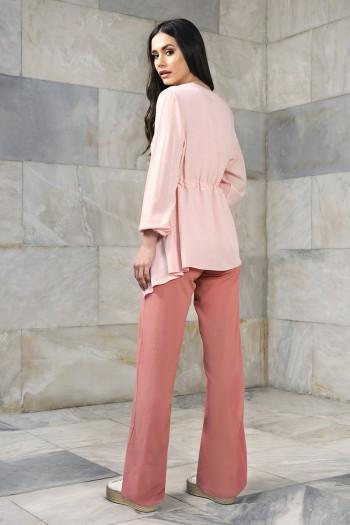 Spodnie damskie z lejącego materiału. Kieszenie po bokach